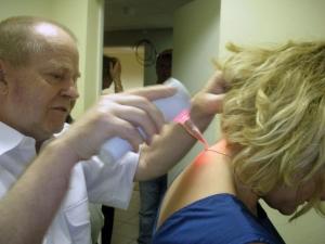 Почему лазерная терапия остеохондроза так эффективна