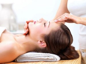 Проведение массажа при онемении лица